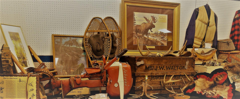 Oshkosh, WI -- Antique Sporting & Advertising Show